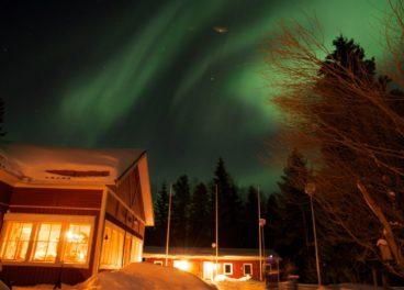 Pine-Bay-Lodge-Northern-lights