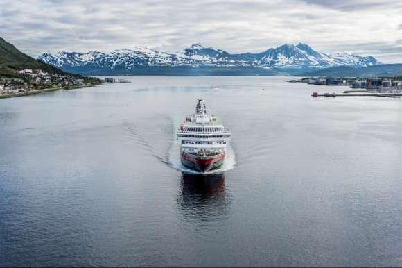 Hurtigruten Ferry Lofoten